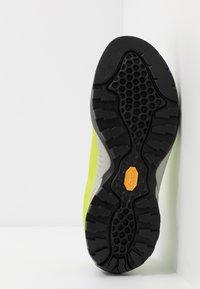 Scarpa - MOJITO UNISEX - Zapatillas de senderismo - green fluo - 4
