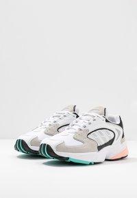 adidas Originals - FALCON 2000  - Sneakersy niskie - grey one/glover pink/core black - 6
