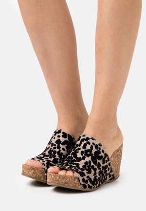 HAXY4EARTH - Heeled mules - sand