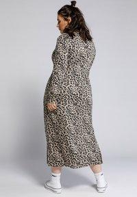 Studio Untold - Maxi dress - hellbraun - 1
