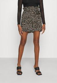 Vero Moda - Shorts - oatmeal - 0