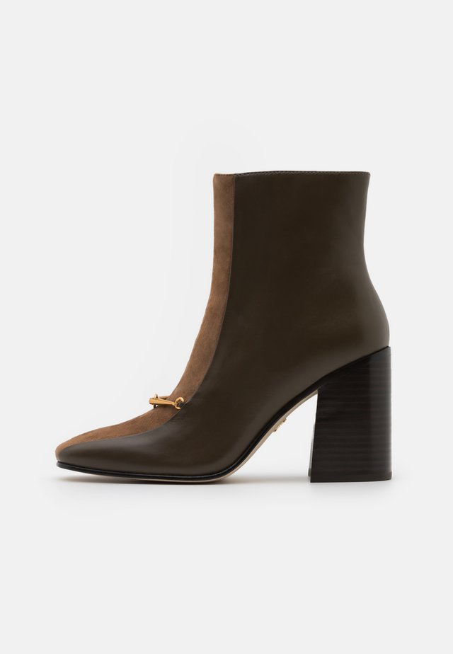 EQUESTRIAN LINK BOOTIE - Botki na obcasie - burnt taupe/river rock