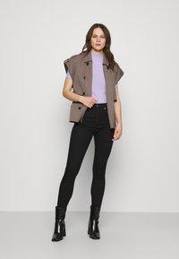 Calvin Klein Jeans - MICRO BRANDING STRETCH MOCK NECK - Triko spotiskem - palma lilac - 1