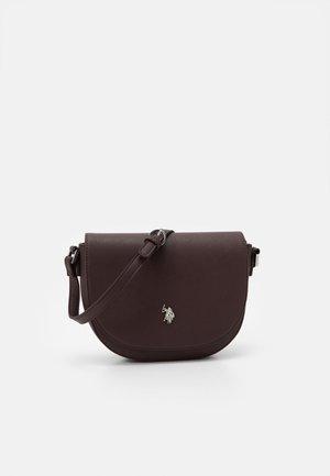 JONES FLAP BAG - Skuldertasker - brown