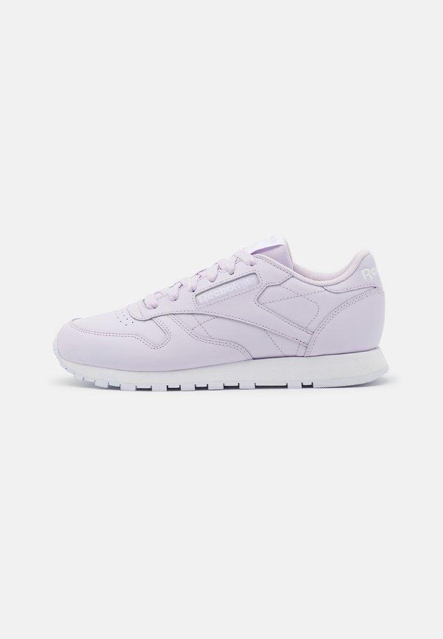 Baskets basses - luminous lilac/white