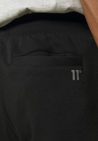 11 DEGREES - CUT AND SEW JOGGERS SKINNY FIT - Teplákové kalhoty - black/indian teal/white - 4