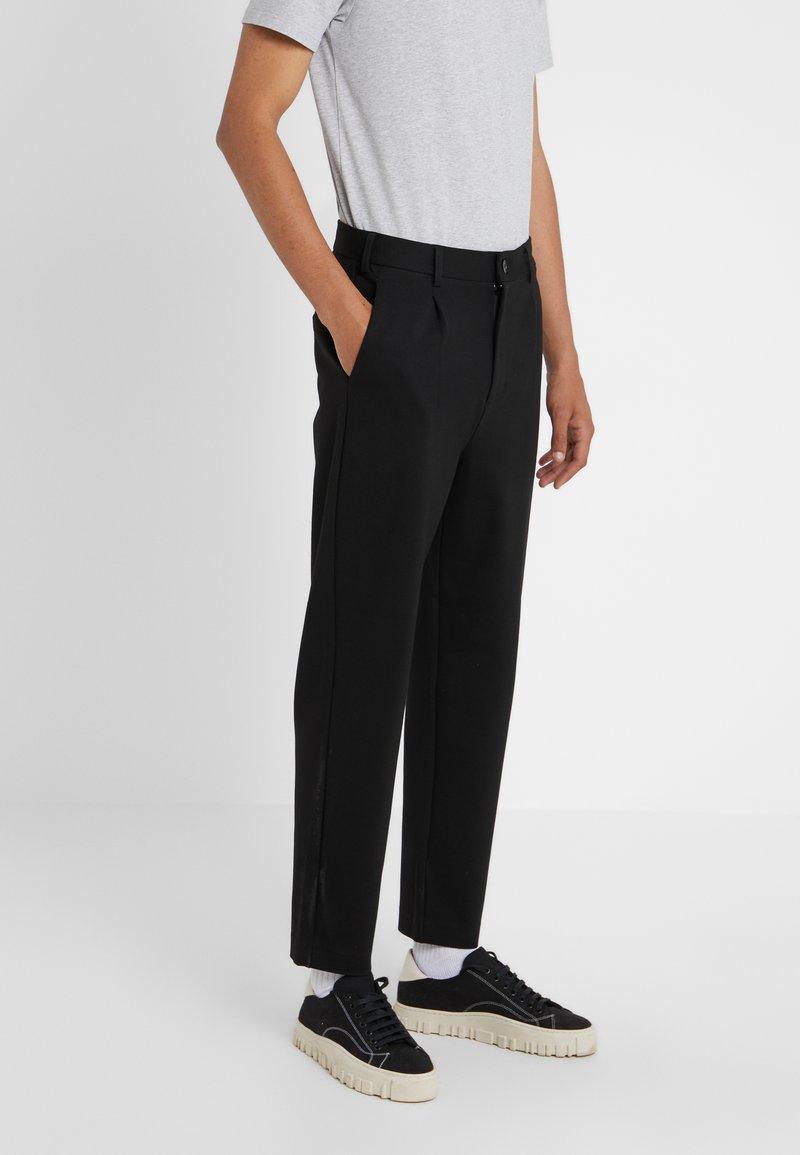 Holzweiler - ISAK TROUSERS - Spodnie materiałowe - black