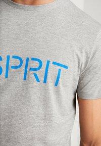 Esprit - NEW ICON - T-shirt z nadrukiem - medium grey - 5