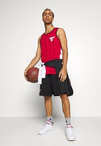 New Era - NBA CONTRAST SHORT CHICAGO BULLS - Pantaloncini sportivi - black - 1