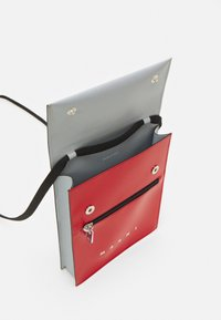 Marni - UNISEX - Across body bag - red/antique silver - 2