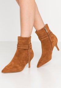Shoe The Bear - BERGIT - Classic ankle boots - tan - 0