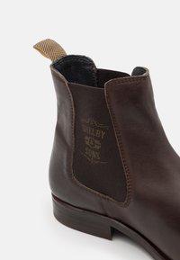 Shelby & Sons - NEDHAM CHELSEA BOOT - Kotníkové boty - brown - 5