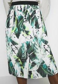 Betty & Co - A-line skirt - white/green - 4