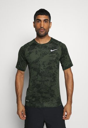 SLIM  - T-shirt print - medium olive/white