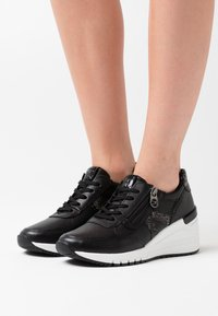 Marco Tozzi by Guido Maria Kretschmer - LACE-UP - Zapatillas - black - 0