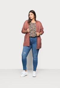 ONLY Carmakoma - CARLAOLA  - Jeans Skinny Fit - light blue denim - 1