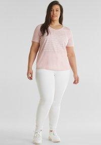 Esprit Sports - MIT STATEMENT-PRINT - Basic T-shirt - light pink - 1