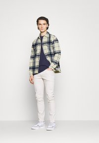 Abercrombie & Fitch - PLAID JACKET - Summer jacket - cream - 1