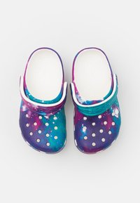 Crocs - CLASSIC OUT OF THIS WORLD  - Sandały kąpielowe - white/purple - 3