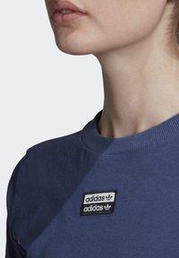 adidas Originals - TEE DRESS - Vestido de tubo - blue - 4