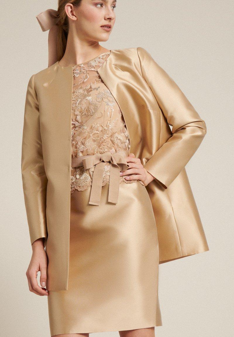 Luisa Spagnoli - PECHINOS - Cocktail dress / Party dress - floreale beige beige