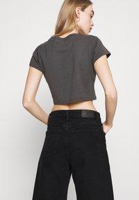Monki - AGATHA CULOTTES - Shorts di jeans - black dark - 4