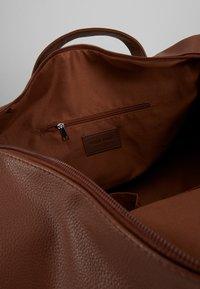 Pier One - UNISEX - Weekend bag - cognac - 2