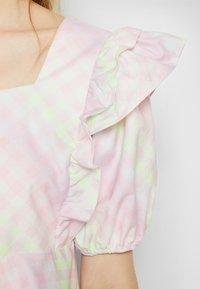 Olivia Rubin - ELLI - T-shirt con stampa - light pink - 7