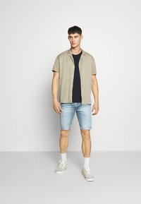 Levi's® - 511™ SLIM HEMMED SHORT - Denim shorts - med indigo - worn in - 1
