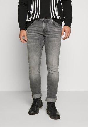 BLEECKER CADDO  - Slim fit jeans - denim