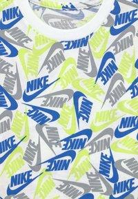 Nike Sportswear - TEE FUTURA - Camiseta estampada - white - 2