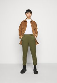 Vero Moda Petite - VMMAYA SOLID PANT - Trousers - ivy green - 1