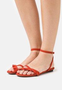 L'Autre Chose - FLAT - Sandals - siam - 0