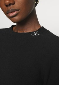 Calvin Klein Jeans - NECK LOGO FLUFFY SWEATER - Jumper - black