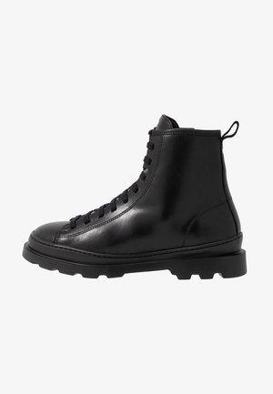BRUTUS - Snørestøvletter - black