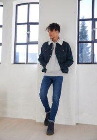 TOM TAILOR DENIM - SLIM PIERS - Jeans slim fit - used mid stone blue denim - 4