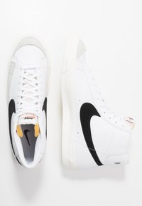 Nike Sportswear - BLAZER MID '77 - Sneakers high - white/black - 4