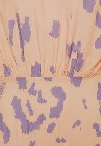 Closet - V-BACK WITH BOW MIDI DRESS - Day dress - peach - 5