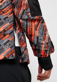 Superdry - Kurtka narciarska - orange/grey - 7