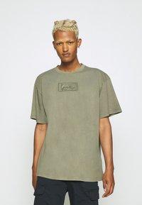 Karl Kani - SMALL SIGNATURE BOX WASHED TEE UNISEX - Basic T-shirt - green - 0