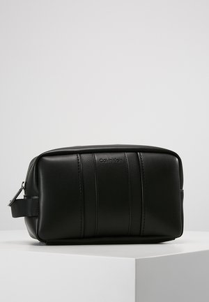 ESSENTIAL WASHBAG - Kosmetiktasche - black