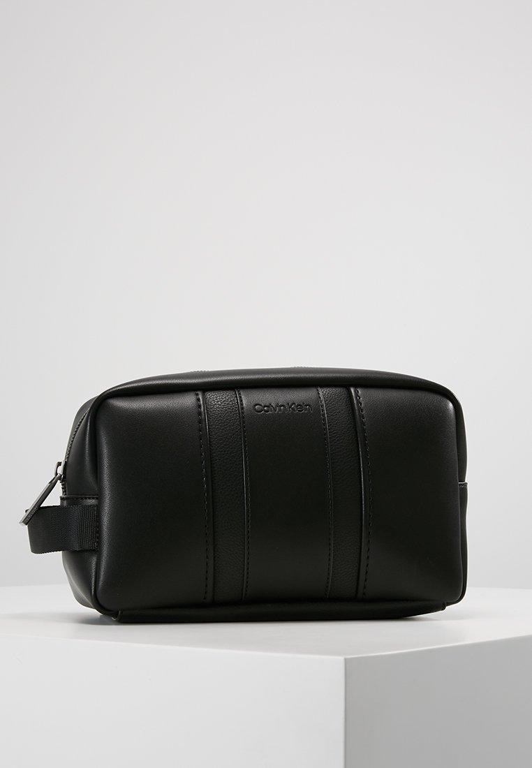 Calvin Klein - ESSENTIAL WASHBAG - Trousse - black