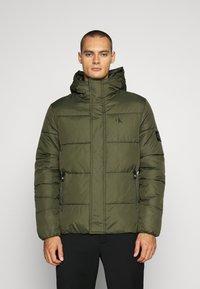 Calvin Klein Jeans - HOODED PUFFER JACKET - Winter jacket - deep depths - 0