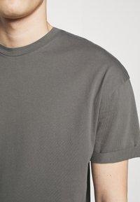 DRYKORN - THILO - Basic T-shirt - grey - 6
