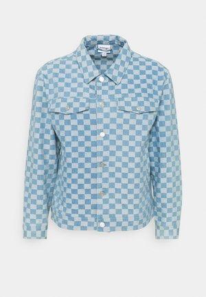 CHECKERBOARD TRUCKER JACKET - Denim jacket - blue