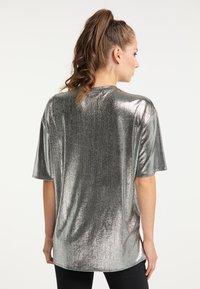 myMo at night - Print T-shirt - silber - 2