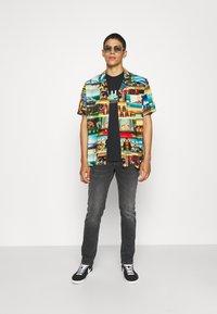 HUF - BONUS STAGE TEE - Print T-shirt - black - 1