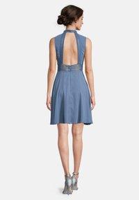 Vera Mont - MIT SPITZENEINSATZ - Cocktail dress / Party dress - hushed blue - 1