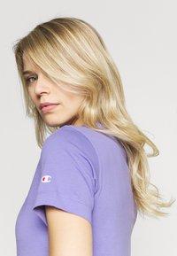 Champion - CREWNECK - T-shirts med print - purple - 4