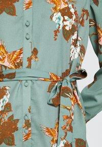 Vero Moda - VMCRANE DRESS - Blousejurk - laurel wreath/small crane - 6